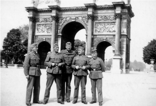Soldiers of German Wehrmacht in front of the Arc de Triomphe du Carrousel in the occupied Paris, 1940.