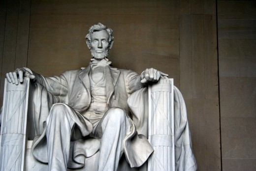 Good Honest Abe on his memorial (Photo Credit: http://patriotspokenword.com/)