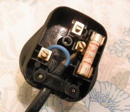 the wiring in a non-earthed UK plug