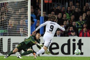 Fernando Torres dribbles past Barcelona keeper Victor Valdes to seal Chelsea's spot in the Champions League final