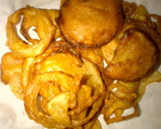 Vengaya Bhajji or Onion Bhajji or Fried Onion Ring