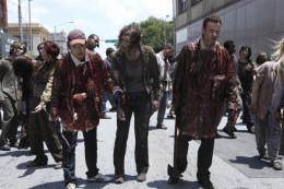 The Walking Dead's Glen and Rick covered in zombie goo to fool their sense of smell