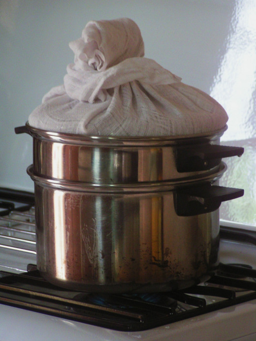 Note : The upper pot contains the kaya mixtures. The lower pot contains the boiling water.