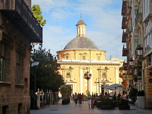 When ending your walk, you'll see the the Basilica de la Virgen at the Virgen Square, inviting you to have a drink in front of it, while enjoying the sunset on one ot the many terraces.