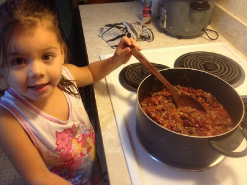 This blog shows Kayla, a 4 year old, who gives instructions on how to make all kinds of healthy meals. She makes things such as chili and homemade banana bread.