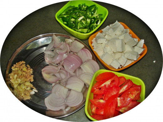 Key Ingredients: Bell Pepper (capsicum), Cubed Paneer, Tomatoes, Onion, Garlic & Ginger