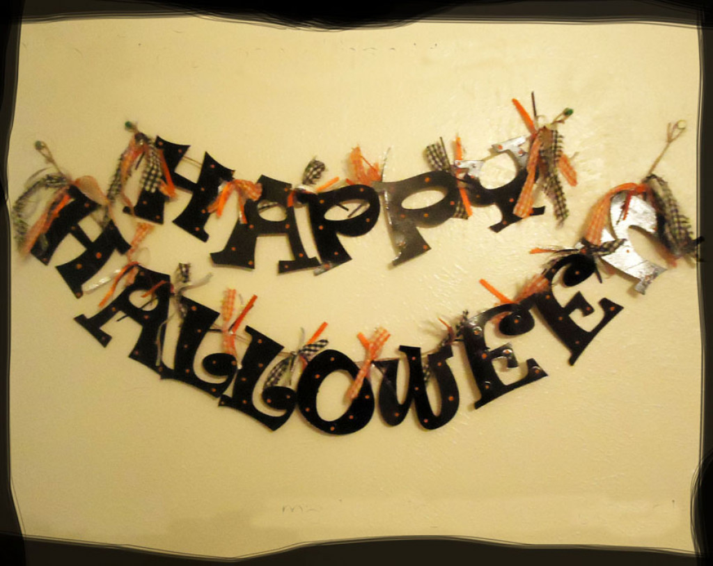 Happy halloween garland from cereal boxes tutorial for Halloween girlande