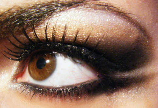 A 10-Minute Eye with heavy eyeliner.