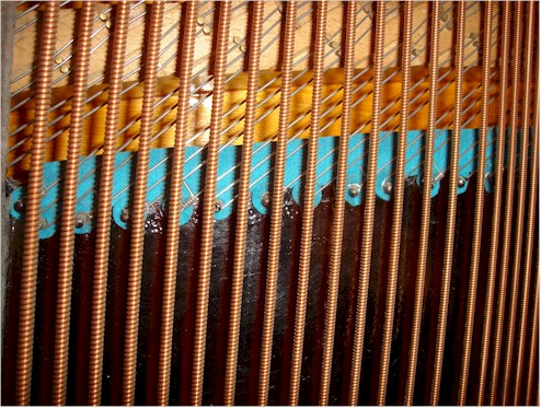 """A typical """"overstrung"""" piano string arrangement"""