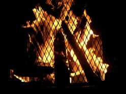 If you enjoy making s'mores, a framed photograph of a campfire might be a good decor option.
