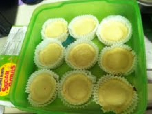Plain Cheesecakes with no topping.