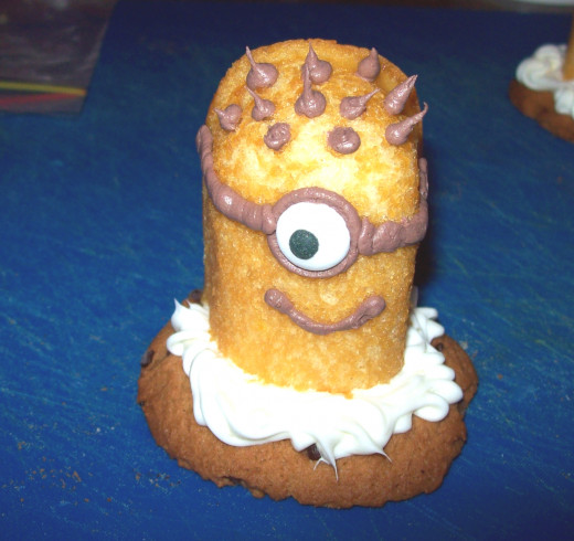 Dispicable Me Minion Cupcake