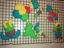 Here are some finsihed Crazy Creative Colorful Cookies designed by 6-10 year olds.