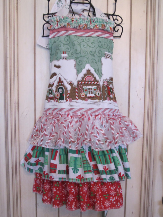 Christmas Apron with Gingerbread Houses