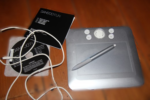 My silver colour Wacom bamboo Pen and Pad, CD, Instruction book, Usb Cable.........sorry one Mouse and three extra pen nibs are missing in this photo.