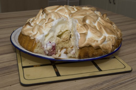 Rich ice cream topped with meringue - Baked Alaska