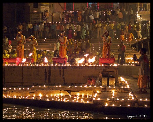 The famous Deepavali Aarti perofrmed on the banks of River Ganga