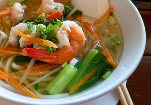 Noodle soup with shrimp and vegetable