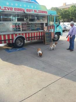Easy Slider, a burger food truck in Dallas, Texas