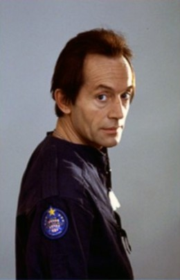 Lance Henriksen as Bishop in Aliens
