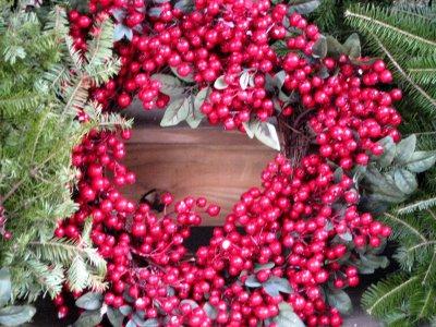 Holly berry wreath (Public Domain Photo)