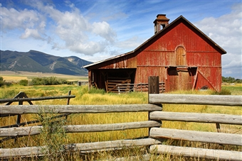 Ain't she a beaut? My trusty, old red barn.