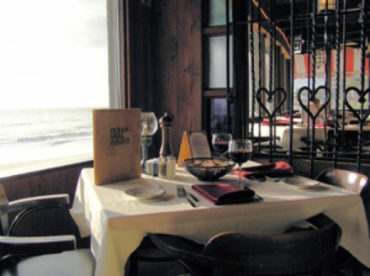 Le Petit Paris restaurant overlooking the Ocean