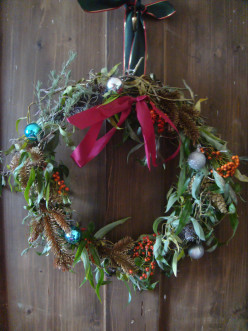 How to Make Your Own Decorative Wreath