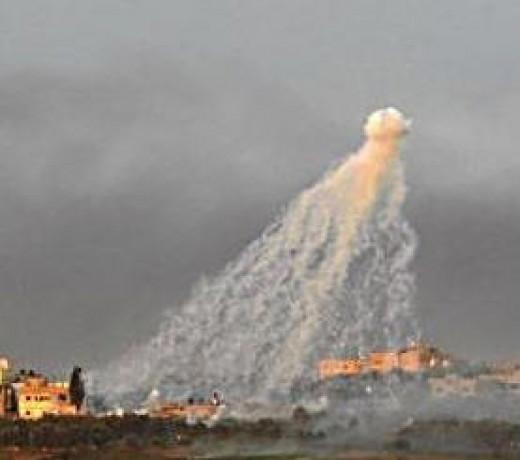 Israeli white phosphorous rounds over Gaza. A very alien-type look.