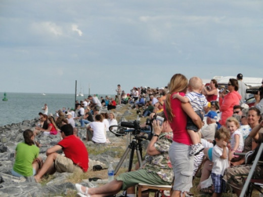 Crowd at Jetty Park waiting for the launch of Space Shuttle