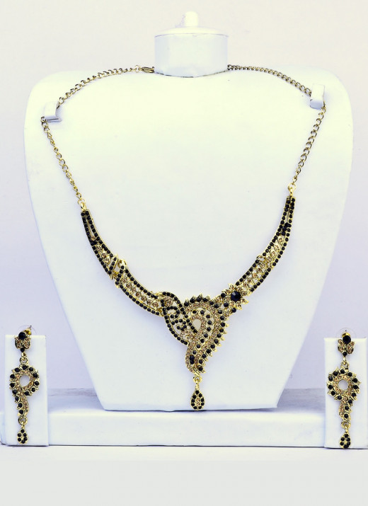 Black Stone Studded Necklace Set. Photo courtesy of Cbazaar.com.
