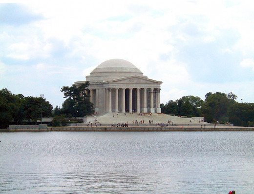 The Jefferson memorial was photographed by Rdsmith on September 5, 2004.