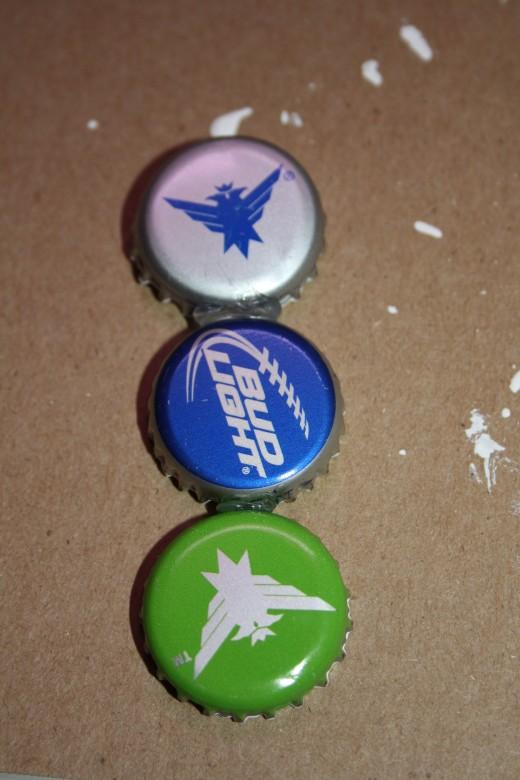 Use hot glue to glue three bottle caps together.