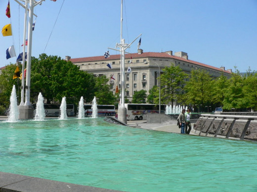 The US Navy Memorial was photographed by Raul654 on May 7, 2005.