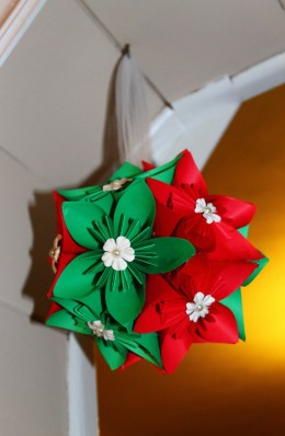 Check out this Christmas Hanging Flower Ball! Made out of paper and sure to brighten any space.