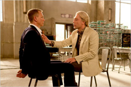 Bond (Daniel Craig) and Silva (Javier Bardem)