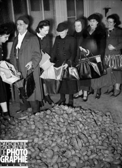 January - National Help service (Secours Populaire) distributing potatoes to the families of French prisoners of war held in Germany. Copyright LAPI/Roger-Viollet