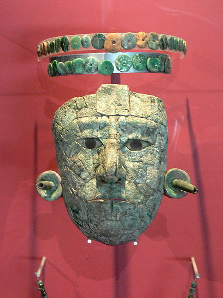 """Funerary mask of the """"Red Queen"""" inside the Palenque museum."""