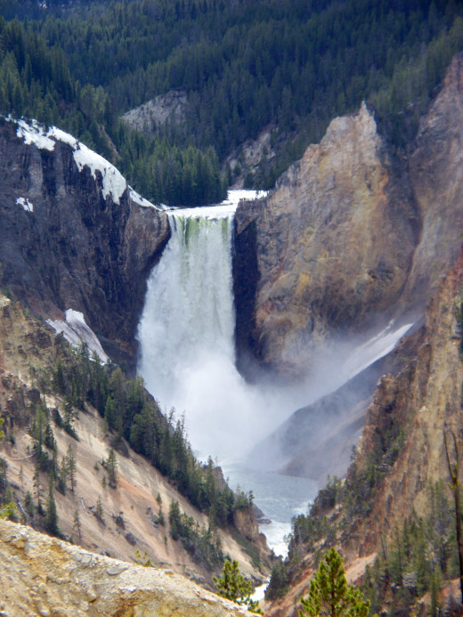 Lower Yellowstone Falls zoomed in from Artist Point