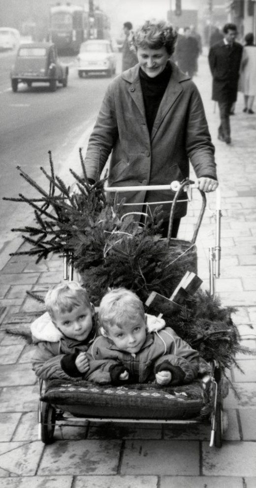 Are these two little ones ready for that Christmas tree to be decorated? This was in 1964 Amsterdam.