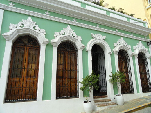 Daderot photographed this building in Old San Juan on October 22, 2011.