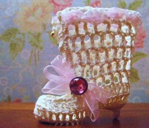 Free Pattern for this Vintage Boot Ornament