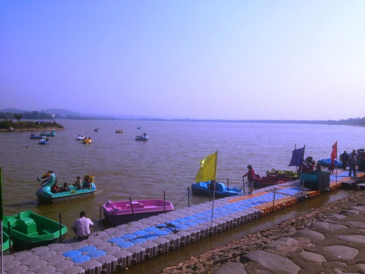 Sukhna Lake located in sector 1 is a manmade lake which serves as a great picnic spot and an apt place for pursuing water sport activities like boating, yachting and water skiing etc.