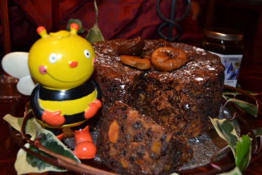 Figs and Honey Christmas Cake