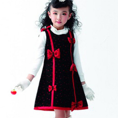 A pretty dress for your daughter this Christmas