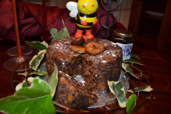 Rich Fruit Christmas Cake With Figs and Honey: Bee Friendly