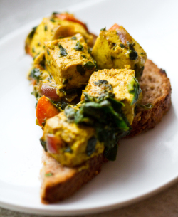 Cubed curried Tofu with spinach and tomatoes