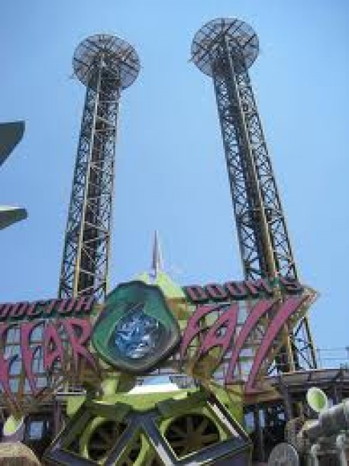 Dr. Dooms Fearfall at Universal Studios in Orlando, Florida lifts you nearly 200 feet into the air before falling full force back to the ground.