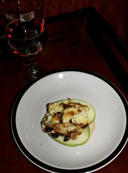 Caramelized Brie with Almonds and Apples