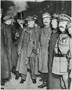 General Leman arriving by railroad in Paris following his release